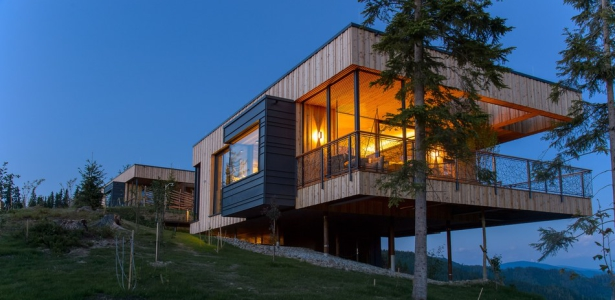 Deluxe mountain chalets par viereck architects styria for Architectural designs for chalets