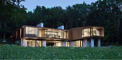 Salon Home Cinema et cheminée - bridge-house par Joeb Moore & Partners - Kent Connecticut, USA