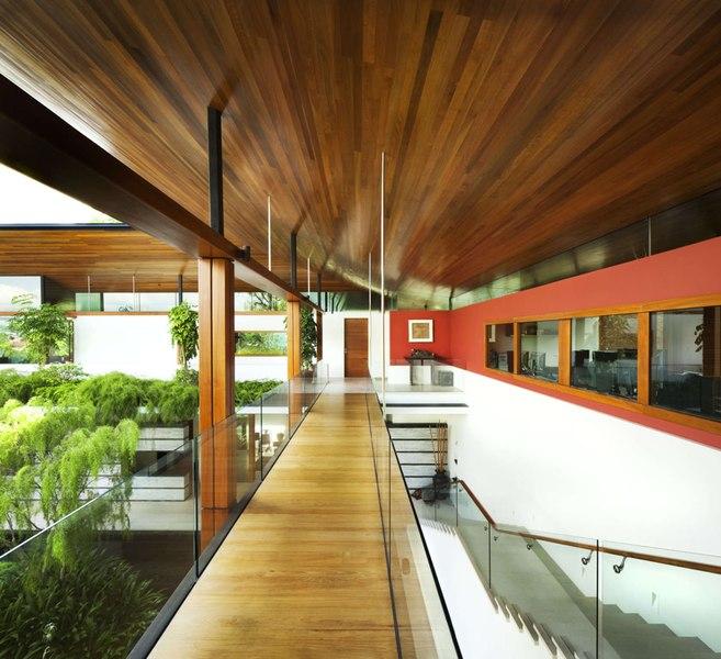 Couloir Extérieur- Coral-House par Guz Architects, Singapour