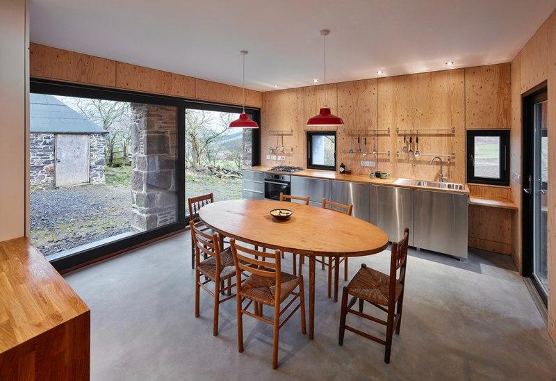 Reconversion d un moulin en maison de campagne au royaume for Luxury kitchens scotland
