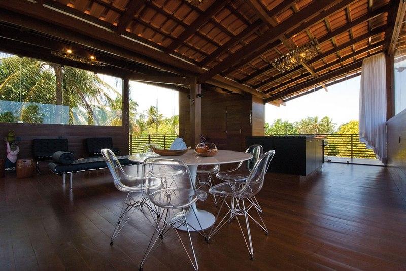 maison contemporaine en bois teint e d 39 exotisme au br sil construire tendance. Black Bedroom Furniture Sets. Home Design Ideas