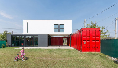 Une-15-05-container-house