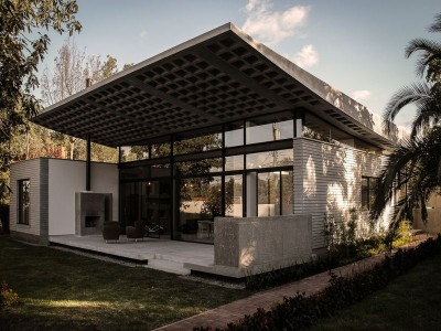 odd-house-Equateur-facade-vue-principale-maison