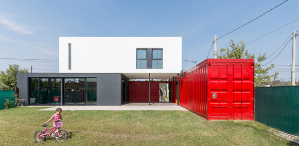Maison contemporaine en containers en argentine for Construction maison avec container