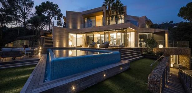 livre construire sa piscine maison contemporaine en forme cubique avec piscine en