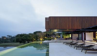 Une-maison bois contemporaine par Jacobsen Arquitetura