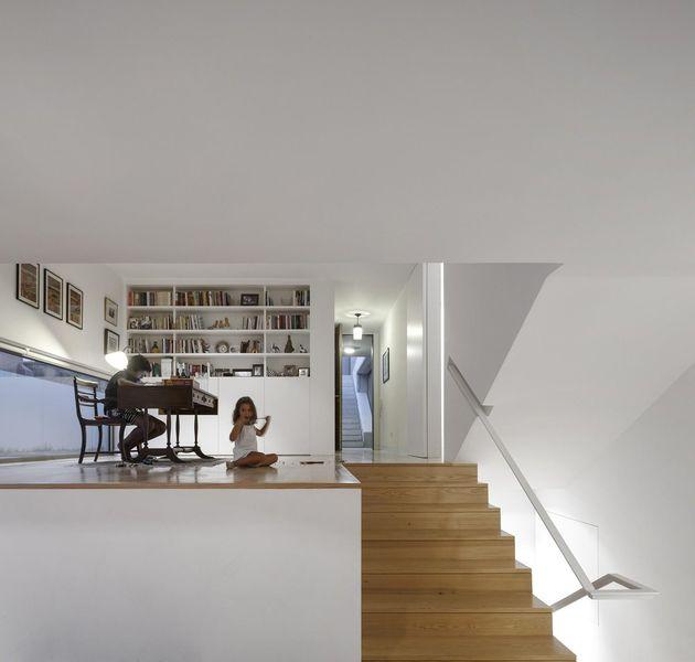 bureau & escalier accès étage - house-caxias par António Costa Lima Arquitectos - Caxias, Portugal