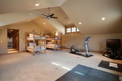 chambre hôtes & salle de sport - maison bois traditionnelle par Bill Rangitsch, Colorado, USA