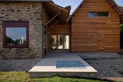 façade principale bois & pierres - ladaa par JKA Jérémie Koempgen Architecture - Craon, France