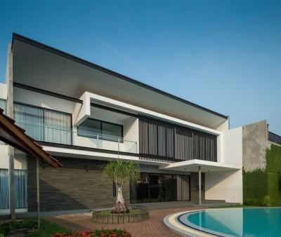 façade principale & piscine - d-s-house par DP+HS architects - jakarta, Indonesie