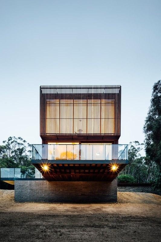 façade principale & porte à faux illuminée - Invermar House par Moloney Architects - Ballarat, Australie