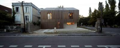 façade principale & route - maison bois contemporaine par Avenier Cornejo - Orsay, France