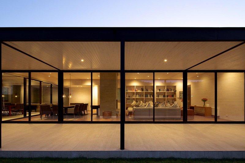 Superbe maison exclusive aux allures de ranch avec box pour chevaux au chili construire tendance - Grande baie vitree ...