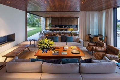 grande pièce de vie - maison bois contemporaine par Jacobsen Arquitetura - Porto Feliz, Brésil