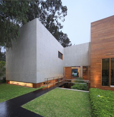 jardin & façade en H - House-H par Jaime Ortiz Zevallos - Lima, Pérou