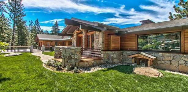 Splendide panorama pour cette maison bois et pierre - Maison en bois americaine ...