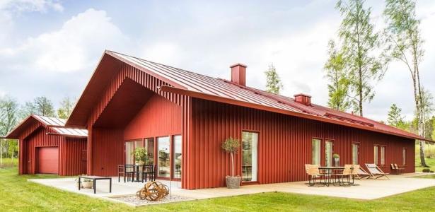 Du rouge ocre pour une maison contemporaine en bois su doise construire ten - Deco maison suedoise ...