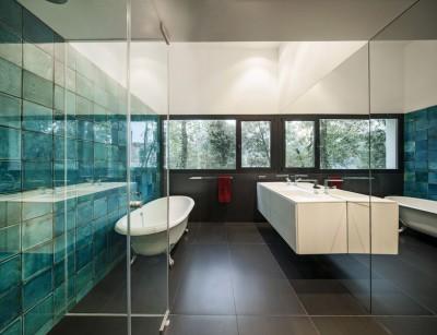 salle de bains - maison exclusive par Mirag Arquitectura i GestiO - Ametlla, Espagne