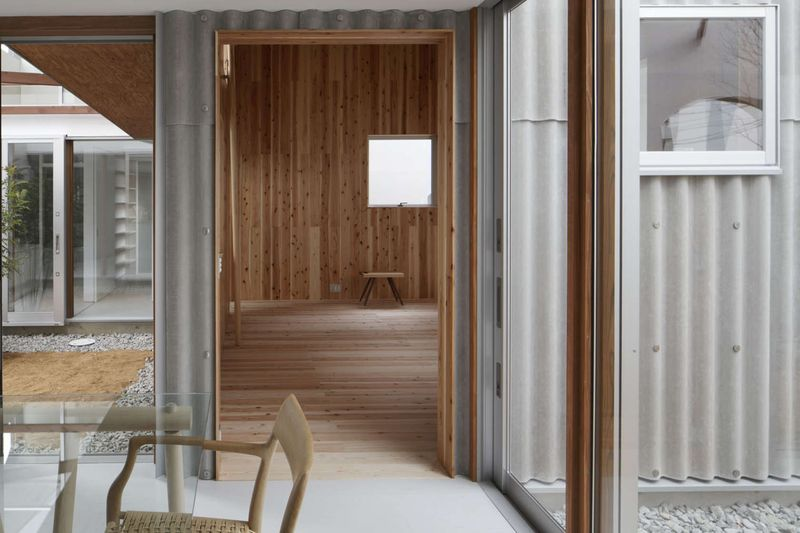salle séjour - maison bois contemporaine par Masahiro Miyake - Tokushima, Japon