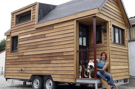mini maison mobile en bois pour une vie plus cologique. Black Bedroom Furniture Sets. Home Design Ideas