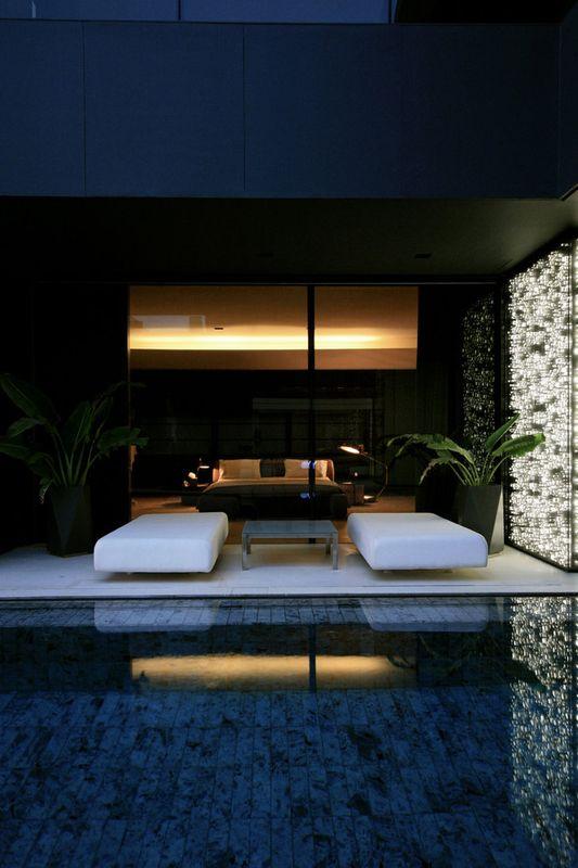 terrasse design & piscine nuit - desert-rose par Massimiliano Camoletto - Koweit.