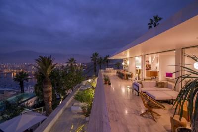 terrasse salon design nuit & vue sur la mer - villa contemporaine par Adrián Noboa Arquitecto, Malecon Las Colinas, Pérou
