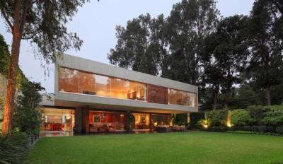 une-House-H-par-Jaime-Ortiz-Zevallos