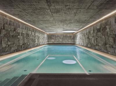 vaste piscine intérieure - House of Piton par PANACOM Architect - Russie