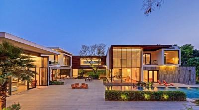 vue d'ensemble illuminée - Three Trees House par DADA & Partners - New Delhi, Inde