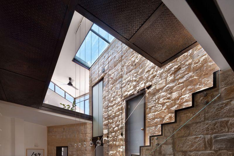 façade intérieure en pierres - Stone-House par Henkin Shavit Architecture & Design - Safed, Israël