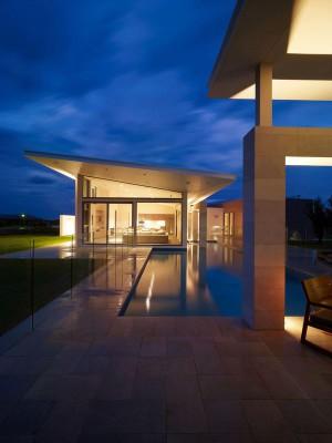 façade terrasse & piscine nuit - Piccoli Residence par  Casalgrande Padana Spa - Indiana, USA