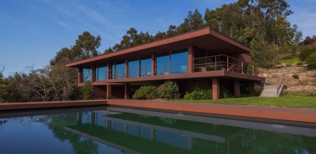 structure en acier et int rieur bois pour cette maison. Black Bedroom Furniture Sets. Home Design Ideas