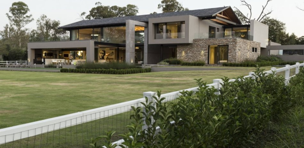 Villa de luxe contemporaine avec piscine int rieure johannesbourg construire tendance for Maison moderne de luxe avec piscine