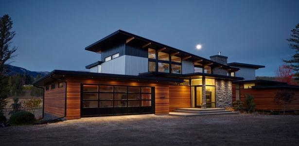 Impressionnante maison en bois et pierres au pied de montagnes canadiennes construire tendance - Maisons canadiennes ...