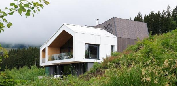 maison semi enterr e aux formes architecturales atypiques en slov nie construire tendance. Black Bedroom Furniture Sets. Home Design Ideas