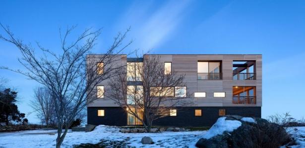 Superbe maison contemporaine avec déco bardage bois et pierres aux ...