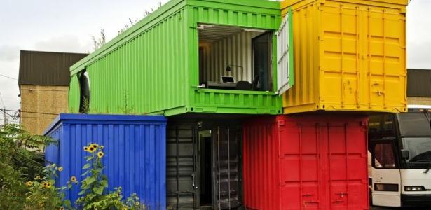 Maison container pour un espace cologique de travail aux for Maison container 13