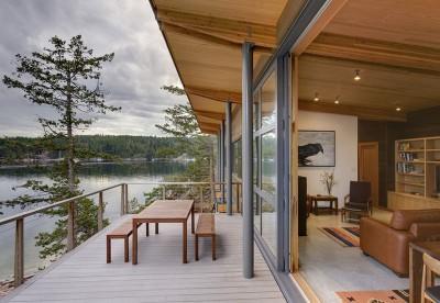 terrasse bois et vue salon - balance-associates par Balance Associates - Colombie-Britannique, Canada