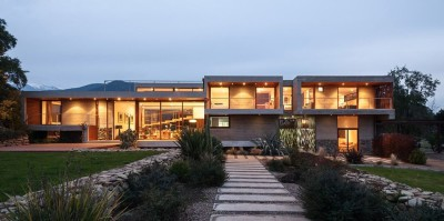 une-Corredor-House-par-Chauriye-Stager-Architects