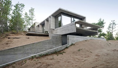 une-Wein-House-par-Besonias-Almeida-Arquitectos