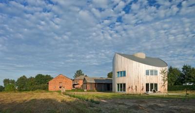 une-standard-house-par-Robert-Konieczy-KWK-Promes