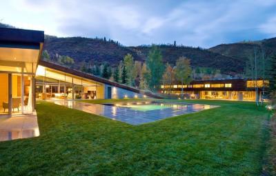 vue d'ensemble illuminée - Sustainable house par Gluck+ - Colorado, USA