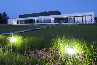 façade jardin illuminée - Nemo-house par Mobius Architects - lac Mazurie, Pologne