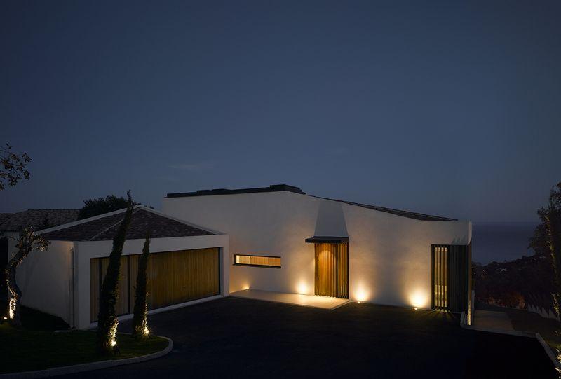 façade principale nuit - Villa-Brash par Jak Studio - Saint-Tropez, France