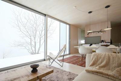 pièce de vie & grande baie vitrée - Casa-Invisible par Delugan Meissl Associated Architects - Australie