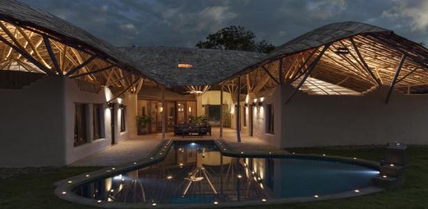 maison traditionnelle en terre et bambou avec une jolie. Black Bedroom Furniture Sets. Home Design Ideas