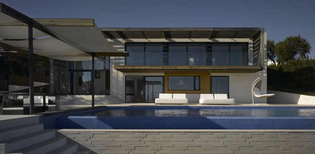 Splendide maison contemporaine avec piscine bordant la - Maison de vacances luxe marker construction ...