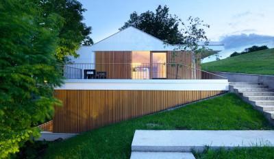une-Hillside-Home-par-Multiplan-Arhiteki