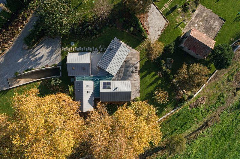 vue panoramique site - House-four-houses par Prod Architecture - Penafiel, Portugal