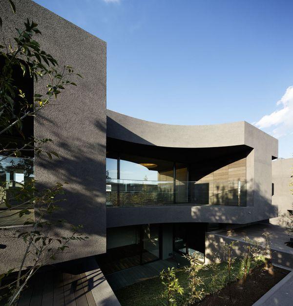 balcon étage & façade jardin - maison-urbaine par Artechnic - Japon